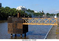 warming-hot-cube-sauna-in-the-aurojoki-river-hot-cube-is-a-minimalistic-c7x3bf.jpg (640×446)