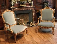 Pair Louis XV  fauteuils by Louis Cresson Royal Furniture, Old Furniture, French Furniture, Antique Chairs, Wood Carving, Decoration, Color Pop, Dining Chairs, Interior Design
