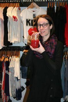 10 ans de créativité ça se fête ! L'activité préférée de Stéphanie : le magasinage.