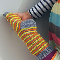 Wool Socks, Knitting Socks, Hand Knitting, Knitting Patterns, Crochet Woman, Knit Crochet, Knitting Projects, Handicraft, Color Combos