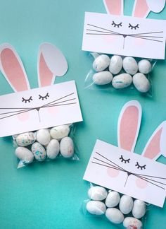 Free PRINTABLE Bunny Bag Toppers : Free PRINTABLE Bunny Bags by Lindi Haws of Love The Day Can you believe Easter is only three weeks away? I feel like I was playing Santa Clause just yesterday and Easter Party Games, Bunny Party, Craft Party, Bunny Crafts, Easter Crafts For Kids, Crafts Toddlers, Easter Ideas, Easter Decor, Summer Crafts