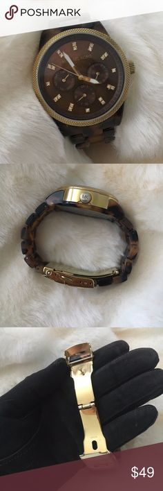 Michael Kors Jet Set Tortoise Battery was just replaced and has 1 year warranty by Fast-Fix.  Very Good Used condition • Light scratches due wear * Light color fading on the clasp • It doesn't come with original box. **Band was resized for a small wrist person but MK offers 3 extra links for free. Michael Kors Accessories Watches