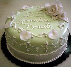 Come festeggiare un fantastico anniversario? Con una torta di https://twitter.com/simocakedesign