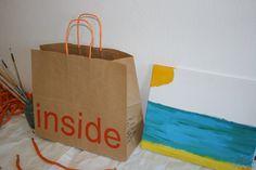 Bolsas de papel con impresión y asa rizada.