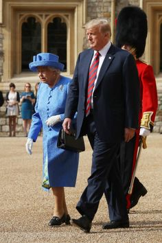 Queen Elizabeth II and President of the United States, Donald Trump inspect an honour guard at Windsor Castle on July 2018 in Windsor, England. Her Majesty welcomed the President and Mrs Trump at. British Royal Families, Prince Phillip, British Monarchy, American Presidents, Save The Queen, Queen Elizabeth Ii, British Royals, Donald Trump, Windsor Castle