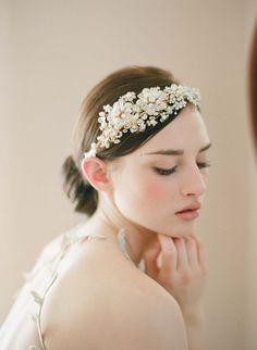 髪飾りは花冠だけじゃない!華奢で可愛い花嫁ヘッドピースまとめ* | marry[マリー]
