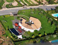 BRACCIANO. Lussuosa villa con panoramica sul Lago e sul Castello. Parzialmente adibita a Bed & Breakfast, con ottime recensioni sui siti di settore. Vedi tutte le foto: http://www.coldwellbanker.it/gruppofutura/vendita/bracciano/dettaglio-immobile-agente-dettagli_via_san_celso_CBI038-10-13544.html
