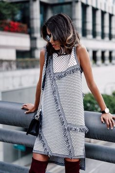 trendy fashion black and white dress spring 2015 Fashion 2017, Look Fashion, Fashion Clothes, Trendy Fashion, Fashion Dresses, Womens Fashion, Fashion Design, Fashion Trends, Fashion Shoes