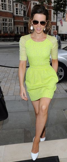 Kate Beckinsale wearing a Preen Resort 2013 Sara patterned dress & Walter Steiger Praline pumps in white.