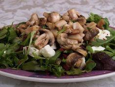 Gombás-csirkés saláta Sprouts, Chicken, Meat, Vegetables, Food, Vegetable Recipes, Eten, Veggie Food, Brussels Sprouts