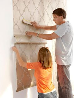 Hassle-Free Way to Hang Wallpaper Wallpaper Hanging - How to Hang WallpaperWallpaper Hanging - How to Hang Wallpaper How To Apply Wallpaper, Look Wallpaper, Hanging Wallpaper, Wallpaper Ideas, Wallpaper Installation, Wallpapering Tips, Prepasted Wallpaper, Wooden Picture Frames, Reno