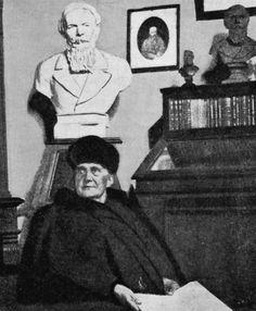 La vedova di Dostoevskij  al lavoro nel Museo moscovita dedicato al marito