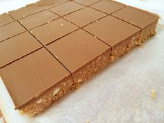 The yummiest, easiest, no-bake Caramello Slice made with Cadbury Caramello chocolate. This is the best chocolate caramel slice ever! Chocolate Caramel Slice, Chocolate Bar Recipe, Chocolate Pastry, Caramel Cakes, Tray Bake Recipes, Sweets Recipes, Baking Recipes, Bar Recipes, Desserts