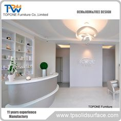 Curved white and grey salon reception desk furniture. OEM and ODM are warmly come. Salon Reception Desk, Reception Desk Design, Reception Counter, Corian Solid Surface, Dinner Table, Kitchen Countertops, Free Design, Coffee Shop, Office Desk