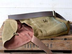 UNISEX Medium French Messenger bag / Laptop Bag