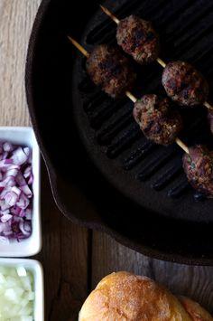 Stoliczku, nakryj się!: Z cynamonem - ćevap, kebab