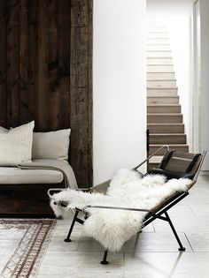 White walls and wooden backdrop - living room design
