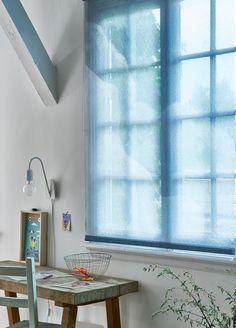 Workplace with striking blue blinds that provide a fresh feeling in the room. | Photographer Dennis Brandsma, Alexander van Berge | Styling Fietje Bruijn | @vtwonen  catalog autumn 2015 | #vtwonencollectie