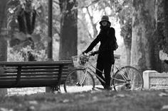 Muévete en bici por el parque del Retiro. Qué bonito es el otoño
