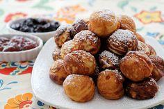 Christmas morning æbleskivers, recipe in English in the radmegan blog.