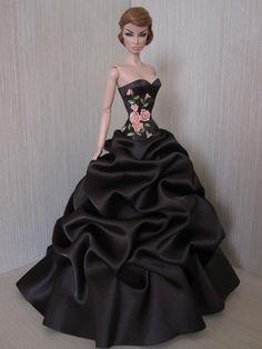 https://flic.kr/p/eRzhAn   Fashion Royalty Eugenia World On A String ../.12.14.5 qw