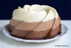 Tort trio de ciocolata reteta autentica pas cu pas | Savori Urbane Chocolates, Types Of Desserts, Pastry Cake, Dessert Bars, Vanilla Cake, Cheesecake, Food And Drink, Sweets, Cookies