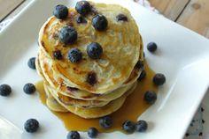 Pancakes met karnemelk en bessen
