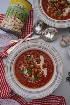 Supa picanta cu usturoi si naut - Bucataresele Vesele Chana Masala, Curry, Ethnic Recipes, Food, Red Peppers, Salads, Curries, Hoods, Meals