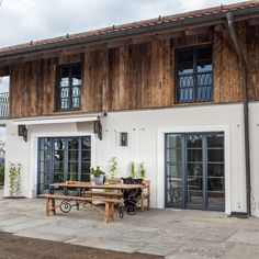 Old wood wall and facade cladding - everything from old wood- Altholz Wand – und Fassadenverkleidungen – alles aus Altholz Old wood wall cladding, wall surface made of old wood, … - Wooden Wall Cladding, Wooden Walls, Wall Wood, Country Style Homes, Farmhouse Style, Farmhouse Ideas, Wood Architecture, House Wall, Exterior Design