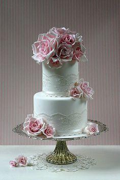 Romantic Designs from Leslea Matsis Cakes - Gent & Beauty