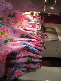 Thrifty Shopaholic: Funky Matilda Jane Knock Off Ruffle Pants Sewing Pants, Sewing Clothes, Diy Clothes, Sewing Projects For Kids, Sewing For Kids, Sewing Ruffles, Clothing Patterns, Sewing Patterns, Matilda Jane