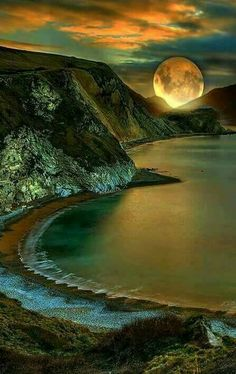 A Beautiful moon. Beautiful Moon, Beautiful World, Beautiful Places, Beautiful Pictures, Beautiful Scenery, Moon Pictures, Nature Pictures, Landscape Photography, Nature Photography
