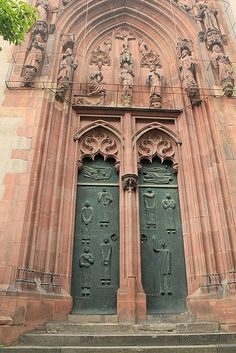Frankfurter Dom by Marlis1, via Flickr  Frankfurt, Germany
