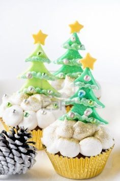 Christmas tree cupcakes with buttercream icing