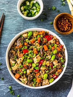 """Healthy Quinoa Fried """"Rice"""" with chicken and vegetables. Easy, delicious and packed with protein! Better than take out and great for meal prep and leftover. Chinese Vegetables, Chicken And Vegetables, Veggies, Rice Recipes, Healthy Dinner Recipes, Chicken Recipes, 21 Day Fix Quinoa Recipes, Chicken Meals, Kitchens"""