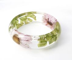 Flower Bracelet / Resin Bangle / Real Flowers jewelry / Christmas gift / gift for her / Pressed flowers bangles / Botanical jewelry / Terrarium Holiday Gift This lightweight Slip on Bangle is made with Real Dried bright Pink Flowers Embedded into Crystal Clear Resin and Shaped into