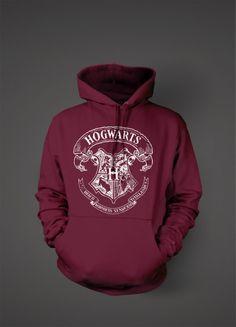 Quiero esta sudadera Hogwarts. Es guapa. Este sudadera es calientes.