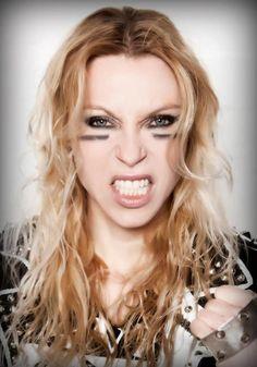 angela gossow | Angela Gossow anuncia saída do Arch Enemy. Alissa White-Gluz é a ...