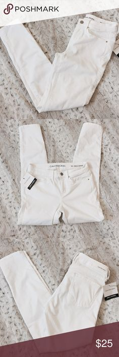 Calvin Klein White Skinnies Super stretchy and comfortable! Bought them and just never got up the guts to wear them! Trying to clean out my closet. Get them before their gone! Great quality! Calvin Klein Jeans Pants Skinny