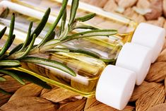Rosemary oil can improve cognitive performance and mood? I have got to get a rosemary plant. Essential Oil For Bronchitis, Natural Essential Oils, Essential Oil Diffuser, Essential Oil Blends, Jojoba, Holistic Medicine, Holistic Healing, Carrier Oils, Diffuser Blends