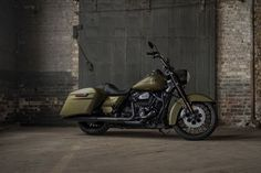 Harley-Davidson Road King Special static side view