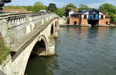 File:Henley on Thames Bridge and Boat House.JPG