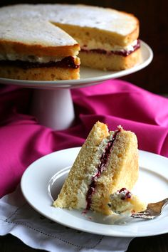 Sugar-Free jam and clotted cream in a delicious gluten-free sponge cake