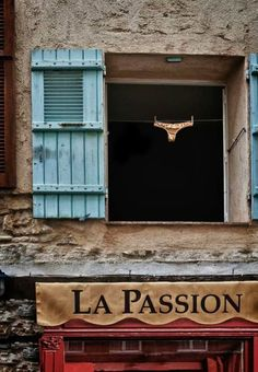 Quintessentially French, ooo, la, la ....