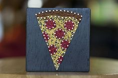 Who doesnt love pizza? 4 inch pepperoni slice string art for the pizza lover in your life. Hanger attached on the back to hang if desired.