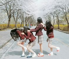 Baby Ulzzang Girl Squad New Ideas Ullzang Girls, Ullzang Boys, Ulzzang Korean Girl, Ulzzang Couple, Best Friend Pictures, Friend Photos, Chernobyl, Korean Best Friends, Boy Squad