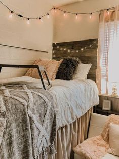 aw this is such a cute boho dorm room idea #cutedecorating