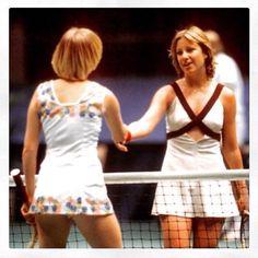 Chris Evert and Sue Barker. American Tennis Players, Tennis Players Female, Tennis Wear, Tennis Fashion, Photo Checks, Sports Stars, Wimbledon, Sports Women, Sue Barker
