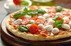 Pizza au bocconcini et roquette