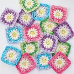 Renk renk motiflerle devam 😊 (ip yarnart jeans, tığ 2,5mm) #örgü#tığişi#tigisi#elisi#elişi#knit#knitting#knitter#knittersofinstagram#crochet#crocheting#crochetlover#crochetaddict#yarn#yarnaddict#battaniye#bebekbattaniyesi#blanket#babyblanket#sipariş#siparişalınır#ceyiz#ceyizhazirligi#çeyiz#çeyizhazırlığı#ceyizönerisi#çeyizönerisi#order Flower Granny Square, Knitting Patterns, Crochet Patterns, Crochet Squares, Granny Squares, Handmade Baby Blankets, Crochet Flowers, Crochet Projects, Knit Crochet